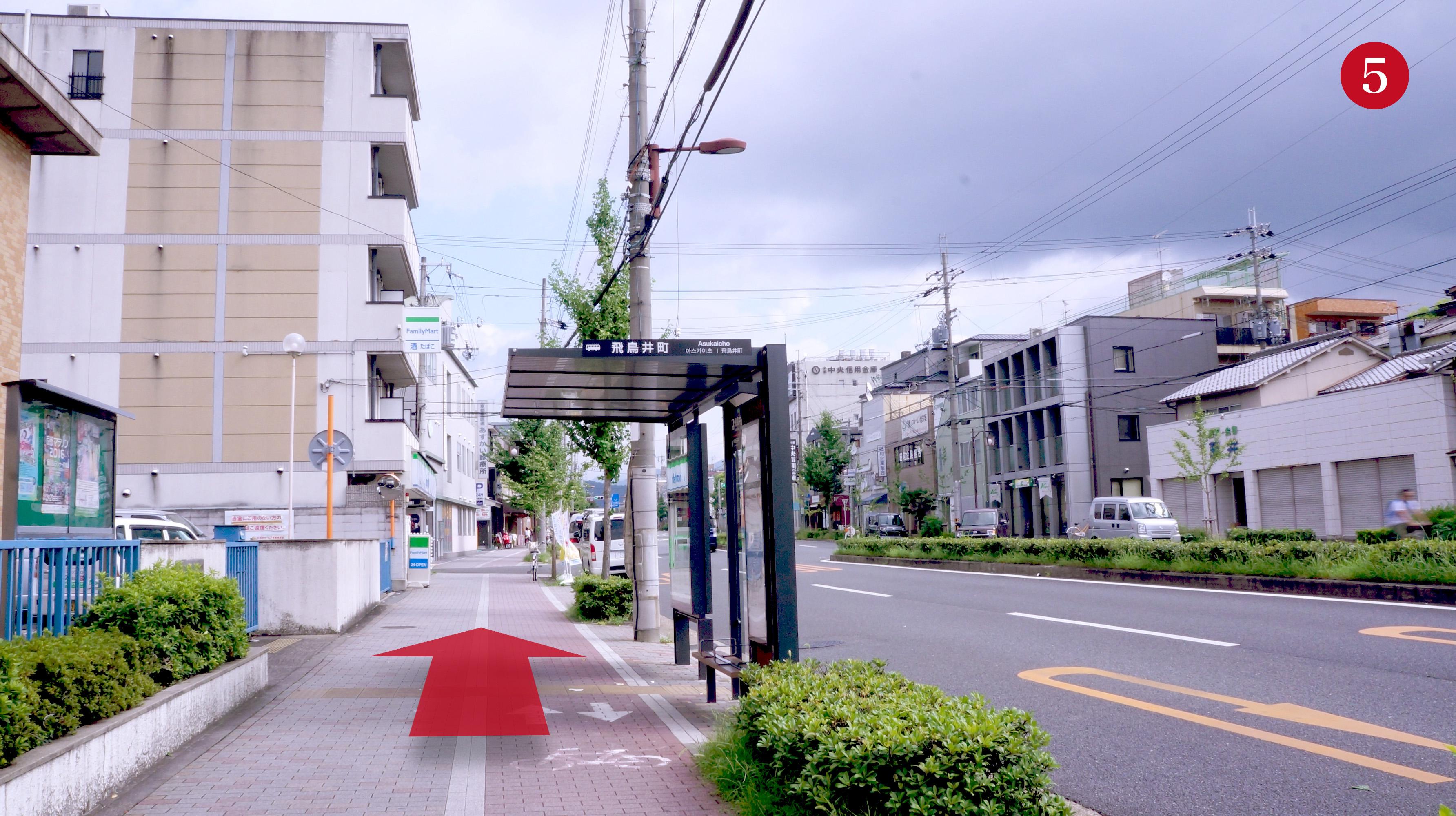 東大路通西側-バス停[飛鳥井町]
